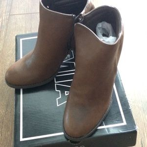 MIA - NIB - brown ankle boots